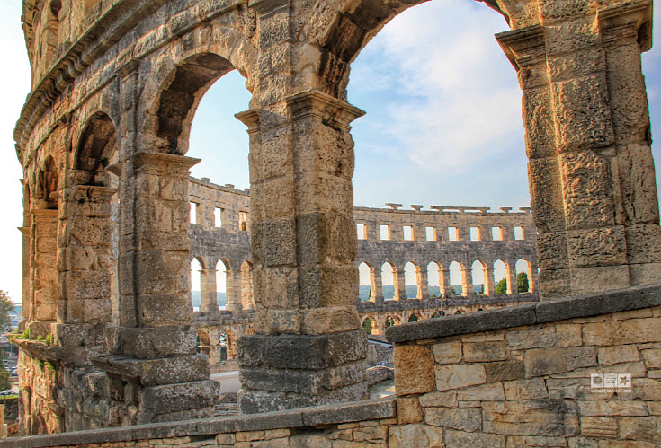 pula-amfiteatrul-roman