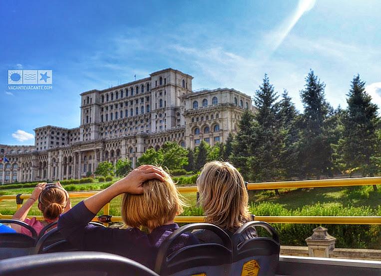 Bucureștiul din autobuzul turistic