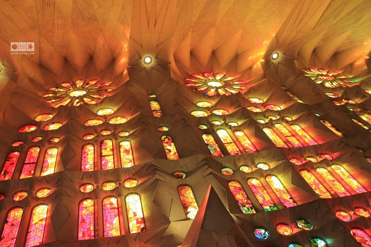 barcelona, sagrada familia vitralii