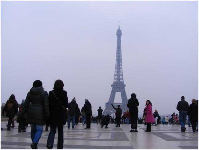 Ina: Musafiri la Paris