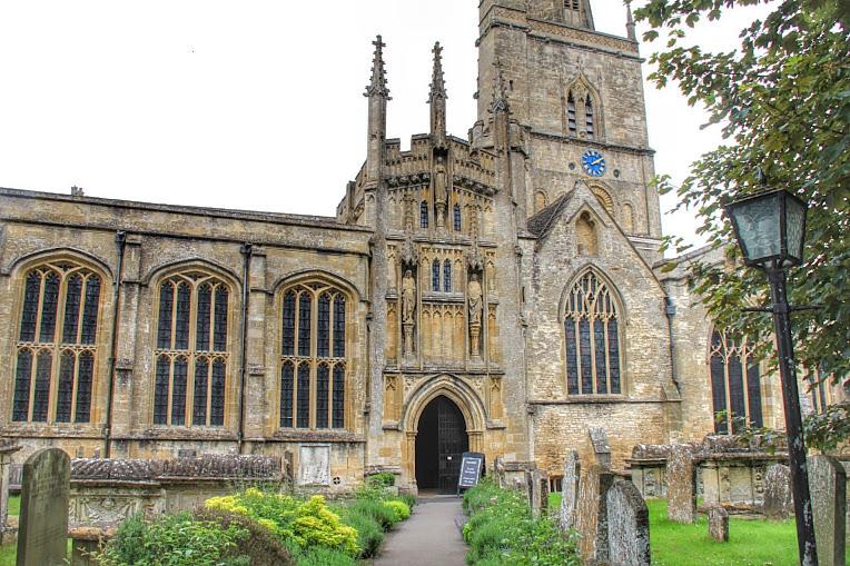 biserica din Burford